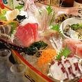 浜の水産名物!【海鮮浜水舟盛り1500円(税抜)】全国の新鮮魚介や地元で水揚げされたピチピチの鮮魚を豪快に盛り込みます。板さん泣かせの海鮮浜水舟盛り。このボリュームでこの値段!食べなきゃ損・損!