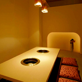 接待・デート・会社宴会など幅広くご利用いただける掘りごたつ個室。最大50名様収容可能です。/全席無煙ロースター完備