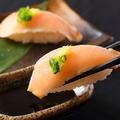 料理メニュー写真朝引き鶏の握り寿司盛り
