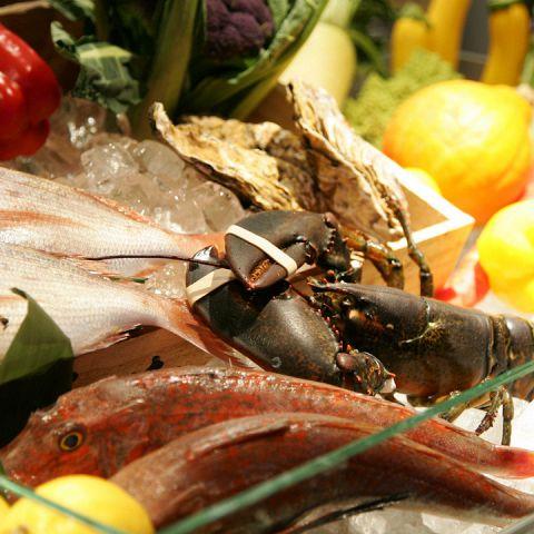 全国各地から厳選した旬の食材を使用したお料理をお楽しみ下さい。季節の魚介やお料理に合うワインなどスタッフまでお気軽にお尋ねください。