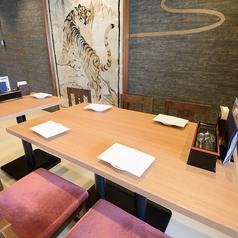 4名様用のテーブル席は2卓ご用意しております◎ご家族でのお食事や各種ご宴会、女子会やママ会に♪ご利用人数に合わせてテーブルのレイアウトも変更可能ですので、団体様でのご利用もOKです◎