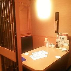 しっぽりと、落ち着いて話せる、個室風のテーブル席。4名様まで入れる、人気のお席。