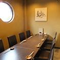 ごゆっくりとお料理やお酒が楽しめるように配慮をした落ちついた個室のテーブル席です。