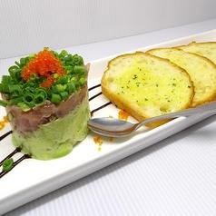 料理メニュー写真マグロとアボカドのタルタル