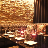 【カーテン個室】ラグジュアリーなフロア空間は合コンなどの飲み会にもおすすめの雰囲気。カーテン個室のコの字型ソファー席は合コンに大人気!!