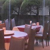 ガラス張りの明るく開放的なテーブル席!