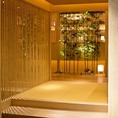 まるで高級旅館のように、竹を使用した品のある玄関