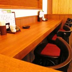 【1人でもOK!カウンター席】カウンター席があるので「お1人様」も気軽に足を運びやすい。一味違うオシャレな雰囲気で気分も高まる。