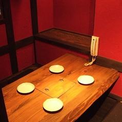 2~4名様用の小さな個室。比較的静かなお部屋です。少人数でのご利用に最適です。離れになっていますのでビジネスシーンでのご利用も◎卓番号1番