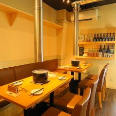 広めのゆったりとしたテーブル席、2名様から利用可能です♪