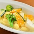 料理メニュー写真ゴルゴンゾーラのチーズクリーム たっぷりお野菜ともちもちのニョッキ
