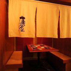 一階テーブル席の個室。