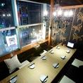 【8名様用個室】8名様用の個室になります。お客様の人数に合わせて、それぞれ対応できるよう個室の種類は多彩です。夜景の見えるお席やおしゃれなシャンデリアのついたお席などをご用意して、お客様のご来店をお待ちしております。