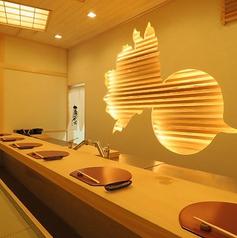 リニューアールした離れの1階は、京都・美山産の檜の一枚板のカウンター7席のみの隠れ家的な造り。