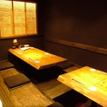 半個室のほりごたつ席です。通常は4名、6名様用のお席で、つなげると12名様まで使用可能です。卓番号11~12