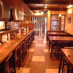 【1階カウンター席】1名×12席【1階テーブル席】4名×3席「和」を基調とした趣きある店内で職人の業で食す串ふらいをご堪能頂けます。お一人様でもご友人や職場の仲間とも・・・。