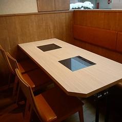会社のグループや、ご家族など、大人数でお使いいただける6名様用テーブル席。