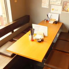 ちょっと盛り上がりたいときや少人数でのご宴会には6名様用テーブル席をどうぞ!!足元の広々とした掘りごたつ式のお席です。