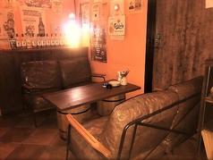 こちらは新設した喫煙のふかふかのソファー席♪ちょっとリッチで雰囲気抜群!女子会やデートにオススメです♪