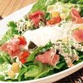 料理メニュー写真温玉シーザーサラダ