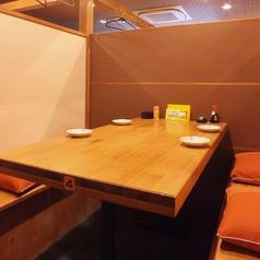 4名様用テーブル席は仕事帰りの1杯にピッタリ☆(全3卓)