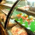 料理メニュー写真ショーケース完備で常時手切りのお肉をご提供いたします!