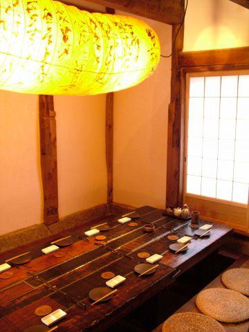 旧蔵を改装したお部屋…最大14名までOK。中庭を望む、雰囲気抜群の個室です。