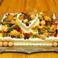 こちらはウェディングのお祝い用ケーキ。ご注文いただければ、お届けにあがることも可能です。