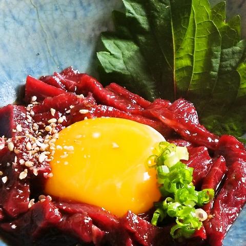 桜焼き(馬焼き)をはじめ、桜ユッケなど自慢の料理をぜひ味わって下さい!