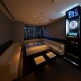 ≪夜景個室≫PrivateRoom「es」ARTが飾られた個室では最新鋭のカラオケ機器が設置されている他、ダーツ設置の個室もございます。