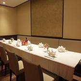 2F 8~15名様テーブル席。異国情緒と気品のある空間で、お仲間と楽しいひと時をお過ごしください。