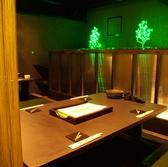 グリーンの照明がおしゃれで女子会にぴったり◎