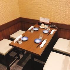 テーブル4名席は2卓のご用意がございます。