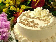 お祝いごとにホールケーキ