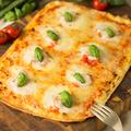 料理メニュー写真タルトフランベ 濃厚モッツァレラと完熟トマト