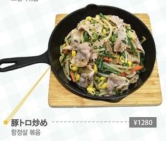 豆腐キムチ/豚トロ炒め/甘辛豚炒め/スンデ炒め