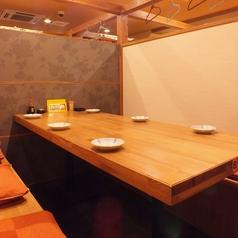 6名様用のゆったりテーブル席が充実◎(全10卓)