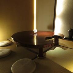 ≪5~8名様×1卓≫周りを気にせず、お酒や会話をお楽しみ頂ける座敷個室をご用意しております。接待などにも是非ご利用下さいませ。