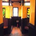 ステンドグラスに陽が差し込むと、店内は優しい空間に包まれます。