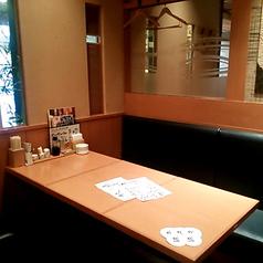 6名席×2卓の、テーブル&椅子席。12名様までの貸切にもできます。