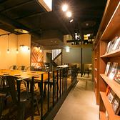 スタイリッシュな中にも落ち着きを感じられるテーブル席。存分におくつろぎ下さい♪おしゃれな雰囲気の店内で思い出に残るひとときを・・・
