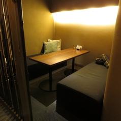 ≪3~4名様×2卓≫ゆったり寛げるテーブル席を2卓ご準備しております。ボックス席はそれぞれの間に仕切りがございますので、プライベート空間としてもご利用頂けます。