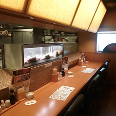 単身・出張のお客様も安心♪テーブル広めのカウンター席は、当店イチオシ!ゆっくりとお食事をおたのしみください。