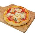 料理メニュー写真自家製もちもち生地のピッツァマルゲリーターモッツァレラチーズたっぷりー