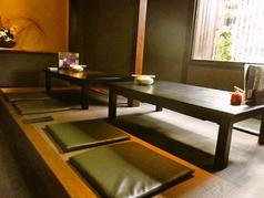 落ち着いた雰囲気の中、お座敷席で足を伸ばせばゆったりとお食事するのにぴったりです!