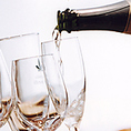 ワインセラーにはこだわりのワインを多く取り揃えております。お好みのワインがございましたらスタッフまでお声掛けください。