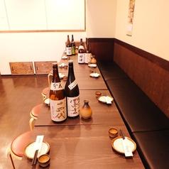 入口側の大人数用のテーブル席です。突然の宴会もお気軽にどうぞ!