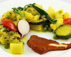 カリフラワーと彩り野菜のポリヤル