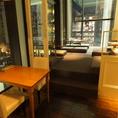 夜景の見えるテーブル席&靴をぬいで上がれるじゅうたん座敷