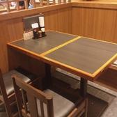 4名掛けのテーブル席です。